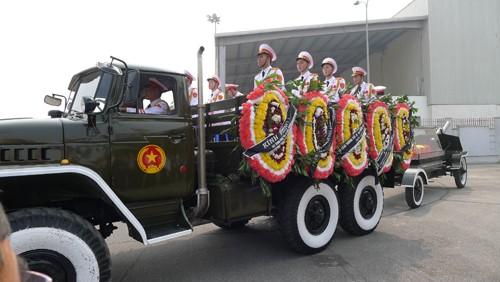Chùm ảnh: Tiễn đưa Đại tướng tại sân bay Nội Bài - ảnh 1