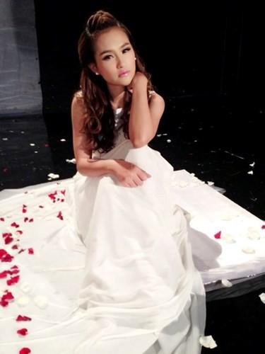 Facebook của Sokun Nisa hiện có đến gần 200 nghìn người theo dõi. Nàng hot girl này không chỉ nổi tiếng tại Campuchia mà hình ảnh của cô còn xuất hiện rất nhiều trên cộng đồng mạng các nước Đông Nam Á