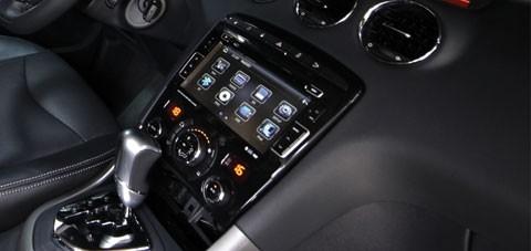 Hệ thống giải trí hiện đại với CD 6 loa kết hợp Bluetooth, cổng cắm USB,…