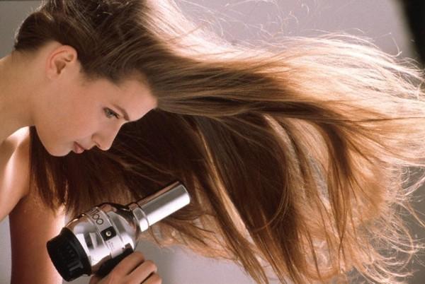 Mẹo giữ cho tóc luôn cụp và vào nếp - ảnh 1