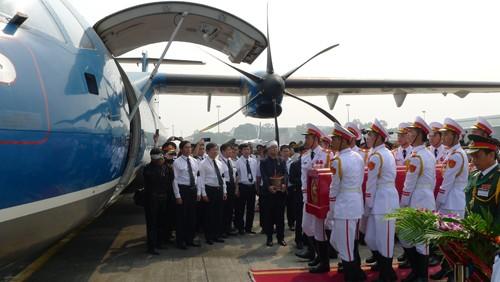 Chùm ảnh: Tiễn đưa Đại tướng tại sân bay Nội Bài - ảnh 5
