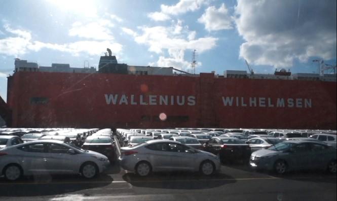 Bãi xe 5.000 chiếc đang chờ để bốc lên tàu biển