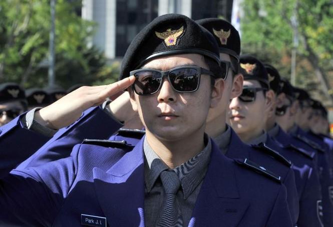 """Lạ kỳ cảnh sát """"Gangnam Style"""" ở Hàn Quốc - ảnh 1"""