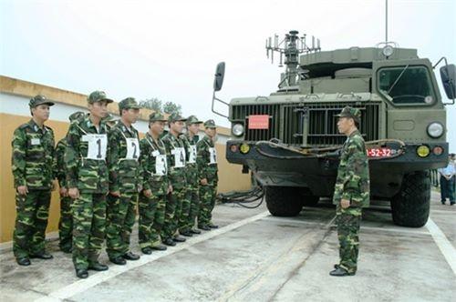 Giao nhiệm vụ điều hệ thống S - 300 cơ động tham gia diễn tập