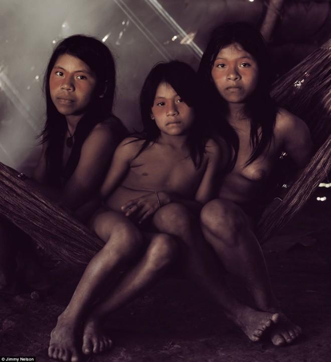 Người Huaorani tự nhận là bộ lạc dũng cảm nhất vùng Amazon, Nam Mỹ. Dân số của bộ lạc này là khoảng 2.000 người, nhưng đang bị đe dọa do việc khai thác dầu và nạn chặt phá gỗ trái phép
