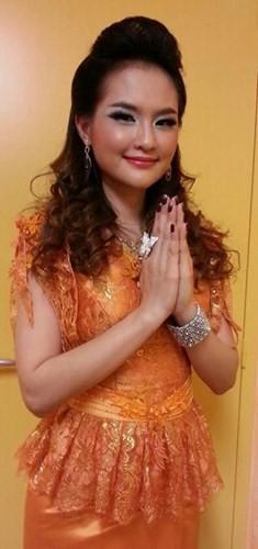 Những bức ảnh Sokun Nisa trong trang phục truyền thống của người Campuchia và dân tộc Khmer thường nhận được hàng ngàn lượt thích trên mạng