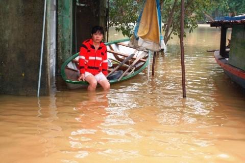 Người dân hạ du thủy điện Đăk Mi 4 khốn khó vì nước ngập sâu kéo dài