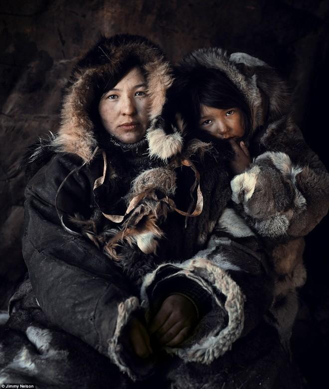 Chukchi là những người Bắc Cực cổ đại sinh sống chủ yếu ở bán đảo Chukotka. Người Chukchi chia ra 2 nền văn hóa khác biệt, gồm những người du mục chăn nuôi tuần lộc (Chauchu) sống sâu trong bán đảo Chukotka và những người săn bắn động vật biển (Ankalyn) sống dọc theo bờ biển Bắc Băng Dương