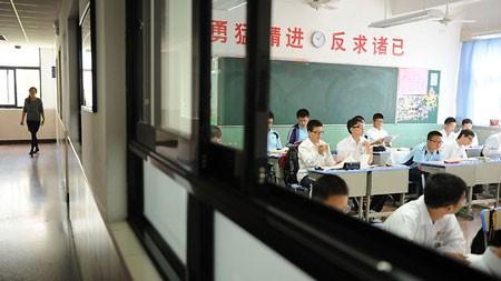 Các qui định của một số trường trung học cơ sở ở Hàng Châu và Ôn Châu bị cư dân mạng Trung Quốc phản đối dữ dội.             Bài viết: http://news.zing.vn/Hoc-sinh-nam-nu-Trung-Quoc-phai-cach-xa-nhau-nua-met-post358362.html#home_cate.tinmoi             Nguồn Zing News