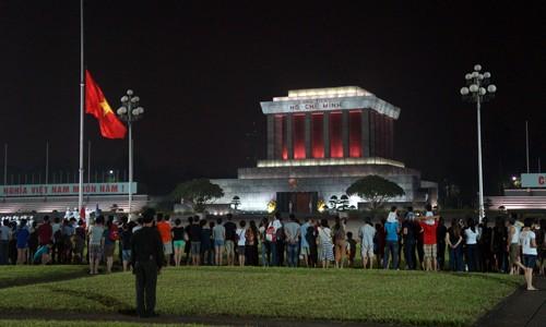 Lễ hạ cờ đầu tiên sau Quốc tang tại Lăng Bác, người dân vẫn tới đông, nhưng đã không còn Đại tướng - Người học trò xuất sắc của Chủ tịch Hồ Chí Minh
