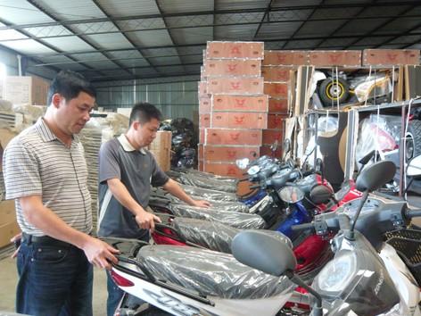 Anh Thi tại trụ sở công ty ở tỉnh Benguela. Ảnh: Phong Cầm.