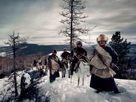 Người Tsaatan ở phía bắc Mông Cổ là một bộ lạc du cư sống phụ thuộc vào những con tuần lộc. Sống ở các khu rừng taiga ở cận Bắc cực, nơi nhiệt độ có lúc giảm xuống âm 50 độ C, Tsaatan là bộ lạc chăn nuôi tuần lộc di cư cuối cùng ở Mông Cổ