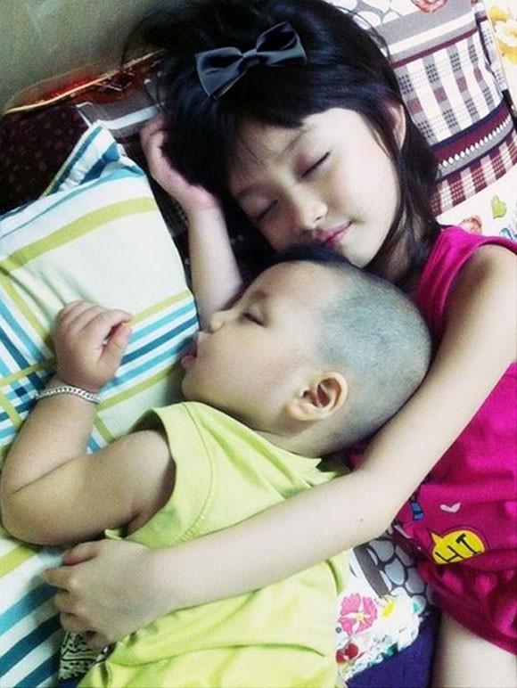 Mẹ của Thiên Băng cho biết bé rất nghịch và hiếu động