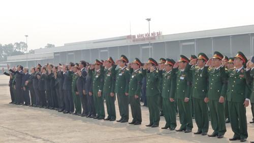Chùm ảnh: Tiễn đưa Đại tướng tại sân bay Nội Bài - ảnh 11