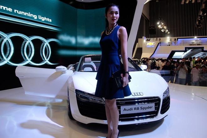 Tăng Thanh Hà cầm lái Audi R8 mui trần - ảnh 3