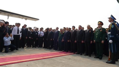 Chùm ảnh: Tiễn đưa Đại tướng tại sân bay Nội Bài - ảnh 8