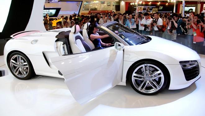 Tăng Thanh Hà cầm lái Audi R8 mui trần - ảnh 5
