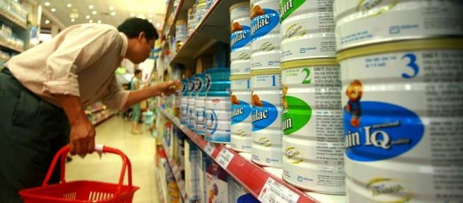 Hải quan cũng 'sốt ruột' trước giá sữa nhập khẩu - ảnh 1