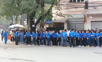 6.400 đoàn viên thanh niên hỗ trợ nhân dân vào viếng Đại tướng - ảnh 2