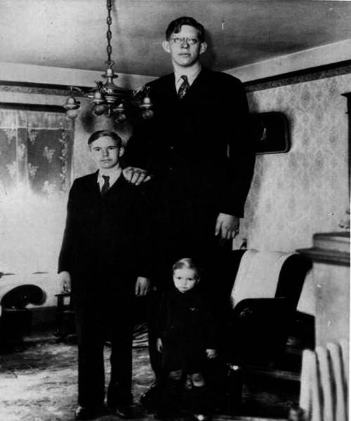 Ảnh hiếm về người đàn ông cao nhất trong lịch sử nhân loại - ảnh 4