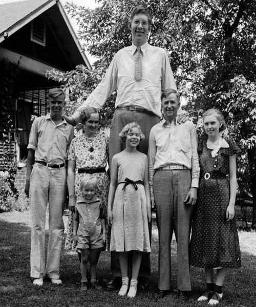 Ảnh hiếm về người đàn ông cao nhất trong lịch sử nhân loại - ảnh 5