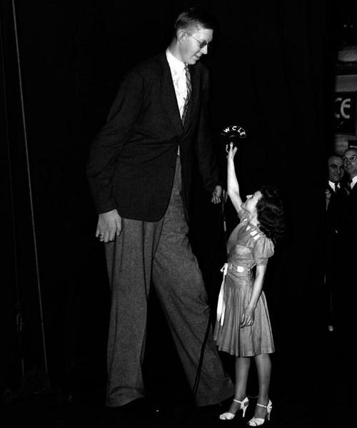 Ảnh hiếm về người đàn ông cao nhất trong lịch sử nhân loại - ảnh 6