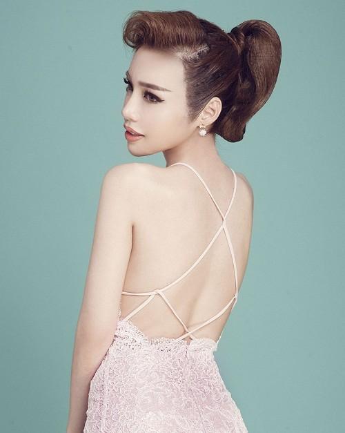 Elly Trần khoe vẻ đẹp 'gái hai con' - ảnh 4