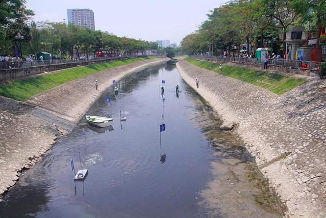 'Sông Tô Lịch như người bệnh, chỉ đỡ xấu chứ không thể sạch' - ảnh 1