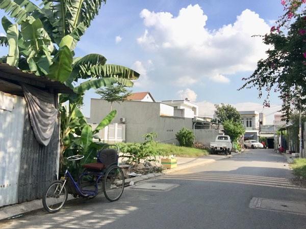 Đột kích 'xóm bà đẻ' ở Sài Gòn, phụ nữ vừa cho con bú vừa đánh bài - ảnh 2