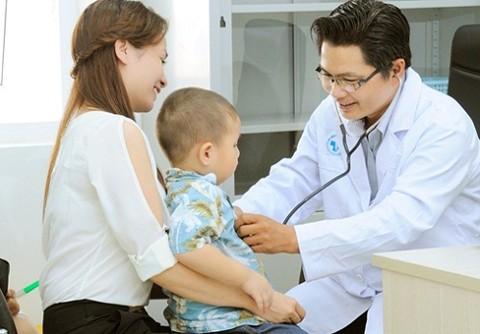 Cha mẹ chủ quan với bệnh viêm đường hô hấp trên ở trẻ là hại con - ảnh 1