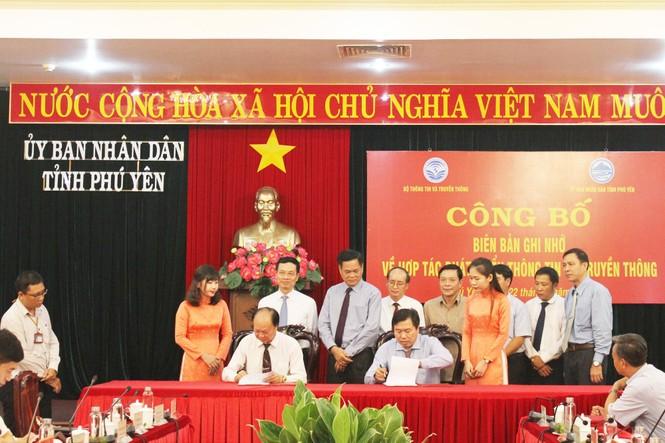 LienVietPostBank và tỉnh Phú Yên ký kết thỏa thuận hợp tác  - ảnh 1