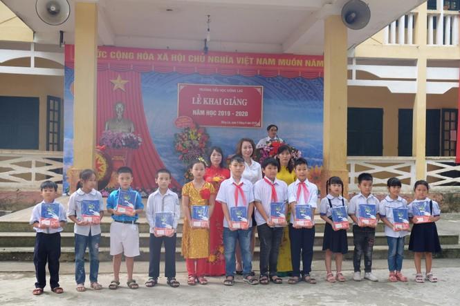 EVN HANOI đồng hành cùng học sinh khó khăn trong năm học mới - ảnh 1
