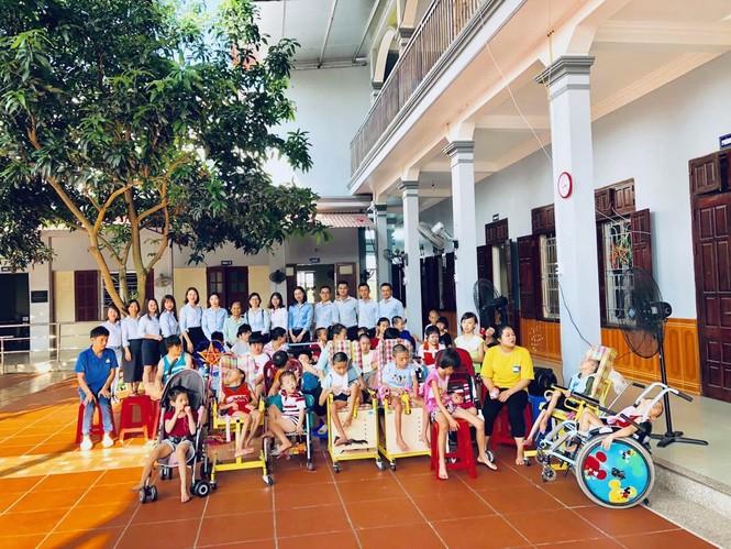 Eximbank tổ chức 'đêm hội trăng rằm' cho trẻ em nghèo khuyết tật - ảnh 1