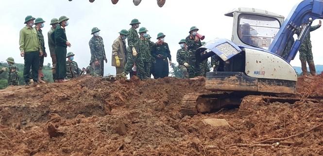 22 chiến sĩ bị vùi lấp: Bóc từng thớ đất tìm kiếm đồng đội  - ảnh 1