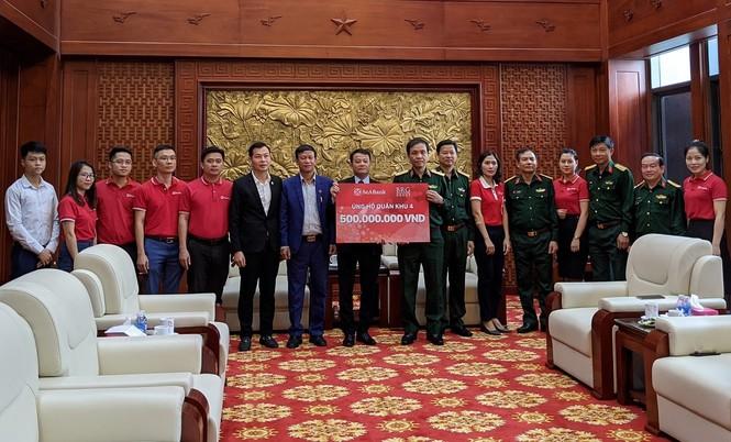 Tập đoàn BRG và Seabank trao tặng hơn 2 tỷ đồng chung tay ủng hộ miền Trung - ảnh 1