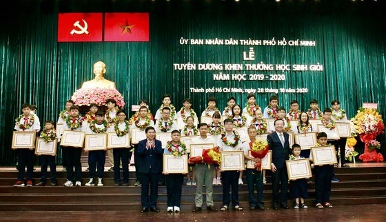 BITEX đồng hành cùng Lễ tuyên dương khen thưởng học sinh giỏi TPHCM - ảnh 2