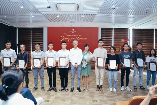 Tập đoàn Nam Long trao học bổng thường niên 'Swing For Dreams' 2020  - ảnh 1