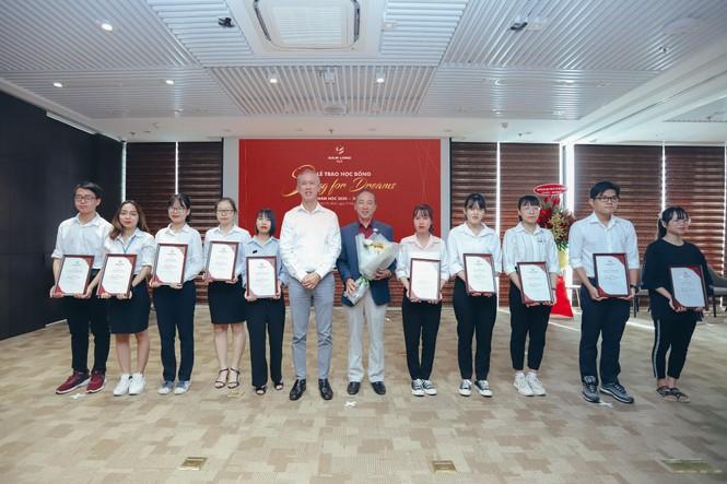 Tập đoàn Nam Long trao học bổng thường niên 'Swing For Dreams' 2020  - ảnh 2