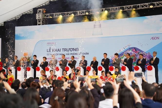 Trung tâm thương mại (TTTM) AEON MALL Hải Phòng Lê Chân – được đầu tư, phát triển và vận hành bởi Công ty TNHH AEONMALL Việt Nam – chính thức khai trương ngày 24/12 trước sự chứng kiến của đông đảo đại biểu Trung ương, thành phố và người dân địa phương