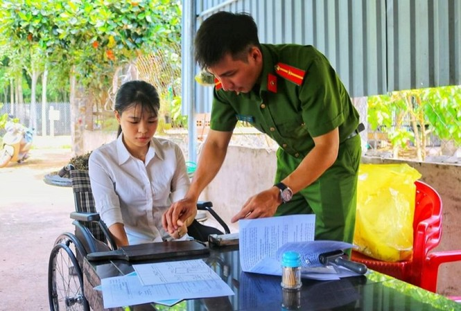 Đoàn thanh niên đến tận nhà giúp dân giải quyết thủ tục hành chính - ảnh 3