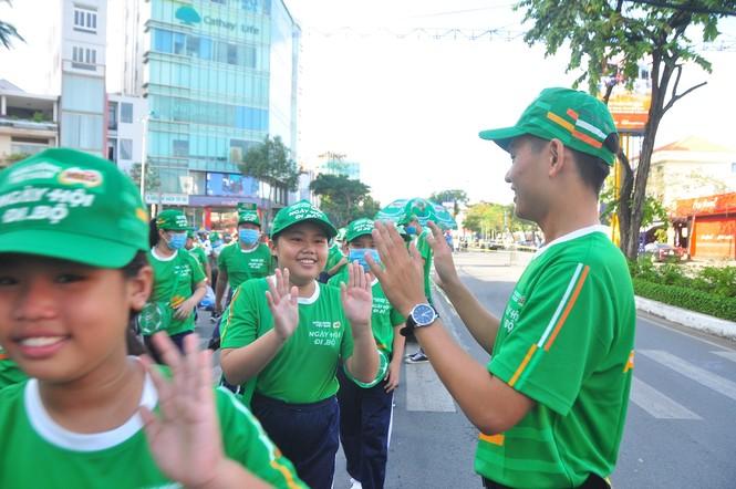 """Gần 3.000 người tham gia đi bộ """"cho một trái tim khỏe"""" - ảnh 3"""