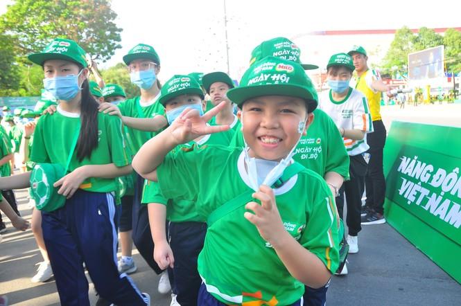 """Gần 3.000 người tham gia đi bộ """"cho một trái tim khỏe"""" - ảnh 5"""