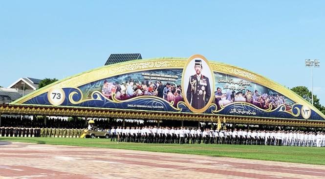 Bất ngờ dự lễ mừng sinh nhật vị vua giàu có sống xa hoa bậc nhất thế giới - ảnh 1