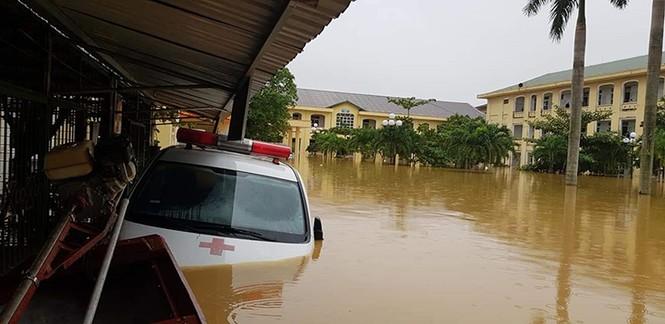 Bị lũ vùi, các bệnh viện ở Quảng Bình kêu cứu - ảnh 1