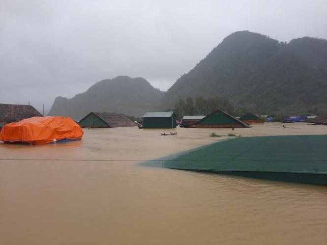 Quảng Bình: Đề nghị Bộ Quốc phòng lập cầu hàng không cứu tế dân trong lũ - ảnh 1