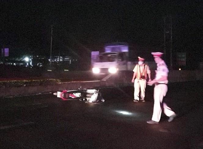 Khởi tố vụ thiếu tá CSGT bị 'quái xế' tông gãy chân khi ngăn chặn đua xe trái phép - ảnh 1