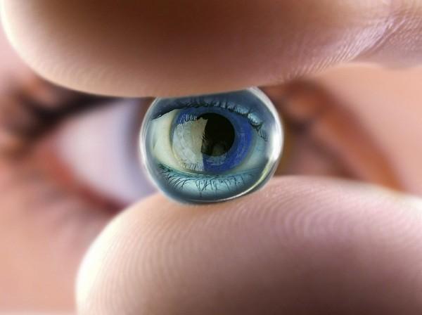 Làm đẹp mắt nhờ kính áp tròng: Độc + Lạ + Đẹp + Rẻ = Mù mắt - ảnh 3