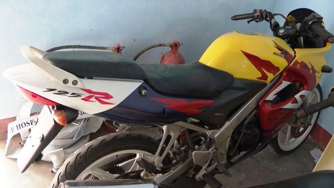 Triệt phá đường dây buôn lậu máy móc, linh kiện mô tô từ Lào về Huế - ảnh 3