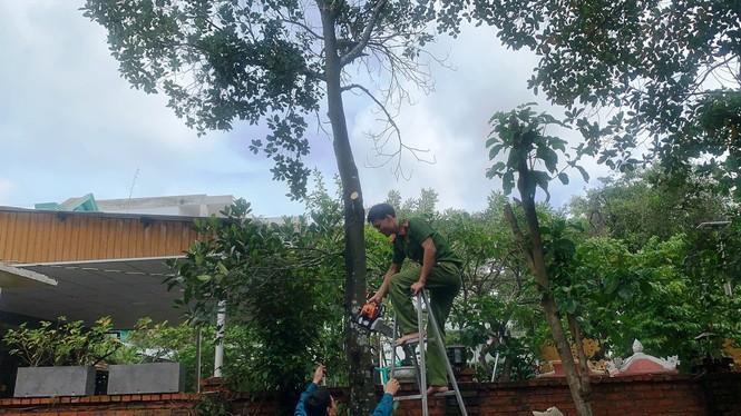 Người dân Huế không được ra khỏi nhà từ 21h tối 27/10 để tránh bão - ảnh 5