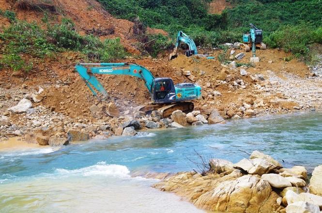 Nhìn gần 'dòng sông mới' Rào Trăng vừa nắn chỉnh để tìm nạn nhân mất tích  - ảnh 3